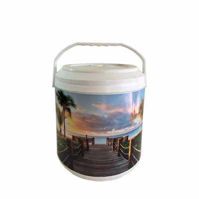 Cooler 12 latas MEDIDAS: 31,0 cm de altura com a tampa x 22,5 cm de diâmetro CAPACIDADE: 9 Litros...