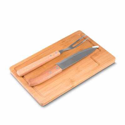 """Kit churrasco com 3 peças: Garfo, Faca 7"""", tábua de bambu. Dimensão Produto: 32x20x1,5cm  Dimensão da Faca: 30,5x3,7cm  Dimensão do Garfo: 29,8x2,7cm... - Labor Brindes"""