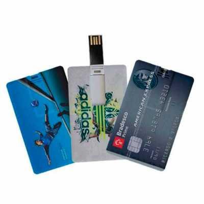 - Pen drive formato cartão, suporte para memória COB inclinável quando pressionado, em plástico resistente, acabamento frontal liso e parte traseira com...