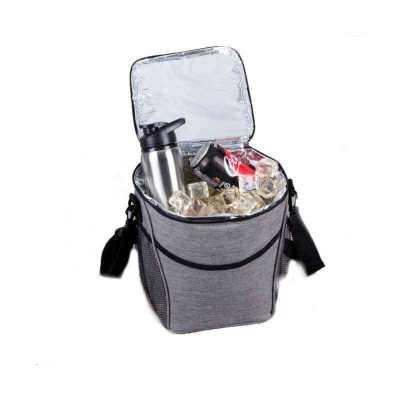 - Bolsa térmica 12 litros de material poliéster com detalhes em nylon. Abertura superior, possui bolso frontal, dois bolsos de rede nas laterais, fivela...