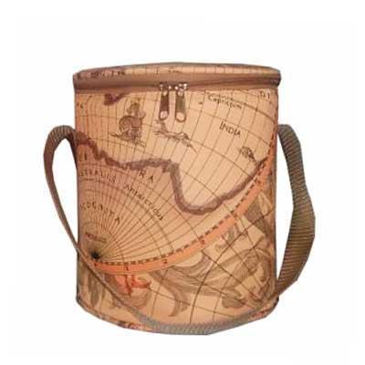 Bolsa térmica com uma alça de mão fechamento com zíper. Medidas: Altura: 20cm Circunferência: 61c...