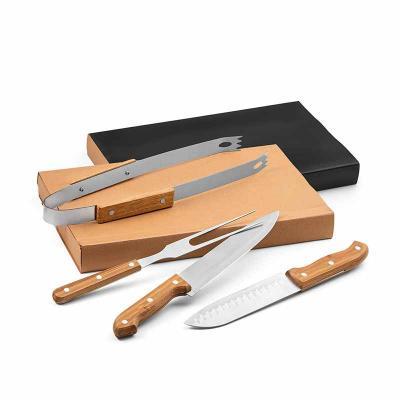 Kit churrasco. Aço inox e bambu. 4 peças em caixa kraft. Food grade. Caixa: 365 x 200 x 55 mm