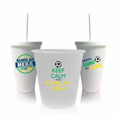 O kit com 2 copos shakes e 1 balde de pipoca comemorativo da Copa do Mundo é perfeito para você assistir e torcer pelo Brasil enquanto come o seu peti... - WXZ BRINDES FABRICAÇÃO  PRÓPRI...