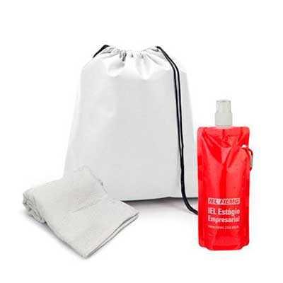 Kit fitness. Contém uma mochila tipo saco, produzida em non-woven 80 g/m² com alça de costas e amplo espaço interno (sac010), squeeze plástico dobráve... - WXZ BRINDES FABRICAÇÃO  PRÓPRI...