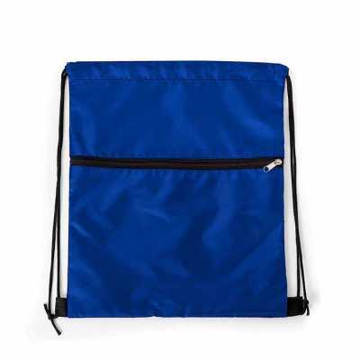 Mochila saco em nylon com duas alças para costa, fechamento superior e compartimento frontal com zíper. Medidas aproximadas para gravação (CxL):  23,5... - P&J Brindes