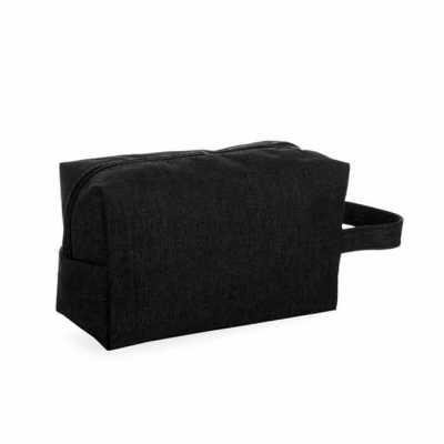 Necessaire de nylon colorido com alça lateral, parte interna com forro de poliéster. Altura : 12,...