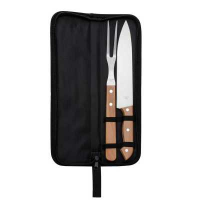 - Kit churrasco 2 peças em estojo de nylon com alça.  Possui: faca e garfo de madeira(na cor preto os cabos são de plástico), acompanha proteções plásti...