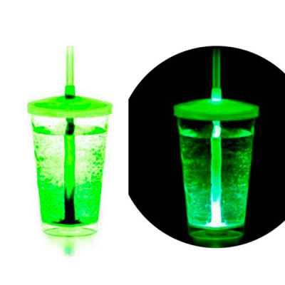 Os copos ficam ainda mais divertidos com LED. Duração do LED de 48h, acionamento com a adição do líquido. Copo ideal para dar aquele brilho nas festas... - Brindes Total