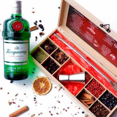 Ter um bar de gin na caixa traz aquele poder que a pandemia nos impediu de comemorar em festas, n...