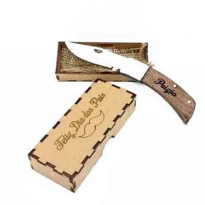 Canivete Âncora at-003 com lâmina em aço inox de 8 cm. Cabo de madeira com detalhes em pinos de a...