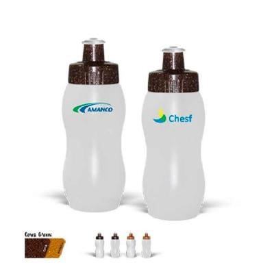 Squeeze plástico personalizado com capacidade para 250ml, possui tampa rosqueável protetora, feit...