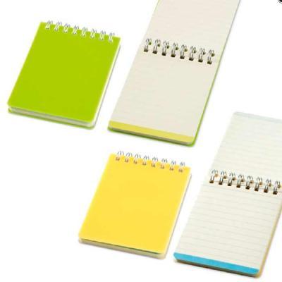 Caderno. PP. Com 64 folhas pautadas cor creme. 75 x 100 mm