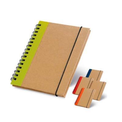 Caderno capa dura. Cartão. Com 60 folhas não pautadas de papel reciclado.105 x 145 mm