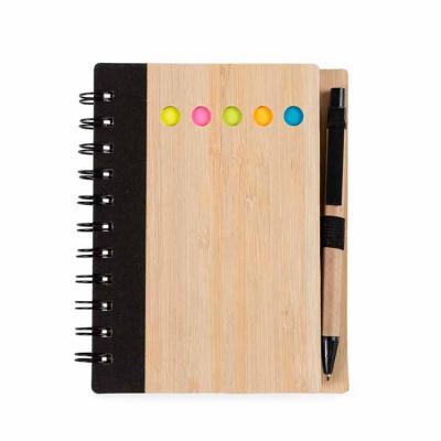 Bloco de anotações ecológico com caneta e sticky notes. Capa de bambu com cinco detalhes circular...