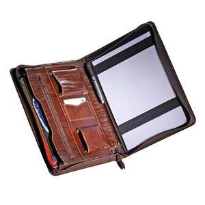 Pasta personalizada com diversos compartimentos para guardar seus objetos.