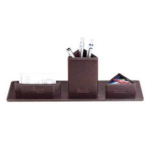 galvani - Porta Lápis Personalizado, com porta clips e porta cartões triangular, todo pespontado.