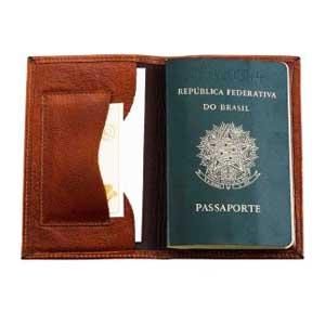 galvani - Porta passaporte contendo 1 porta cartões, todo pespontado.