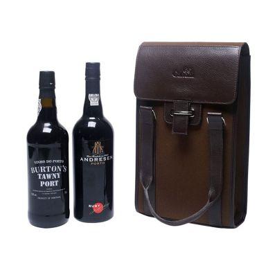 Galvani - Porta vinho  c/ capacidade p/ 02 garrafas, contendo bolso interno, fechamento com botão ímã tamanho aprox. 35,0 x 20,5 x 7,5cm.