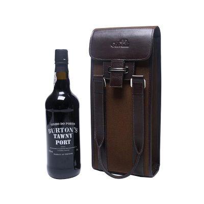 Garanto que tem gente que gostaria de estar no lugar deste vinho s� para desfilar com um porta vinho desses!