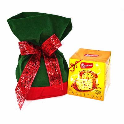 O kit contém: 1 embalagem de veludo com nylon 1 panetone ou chocotone 500 gr 1 laço de fita