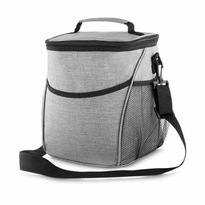 Bolsa térmica, capacidade 12 litros, tecido nylon poliéster (cinza), bolso frontal, dois bolsos l...