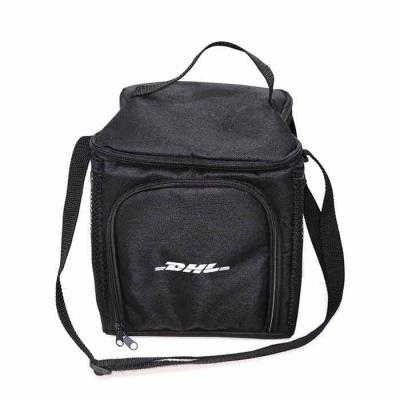 Bolsa Térmica 11 litros em Poliéster 600 com alça de ombro, 2 bolsos de tela e 1 bolso frontal De...