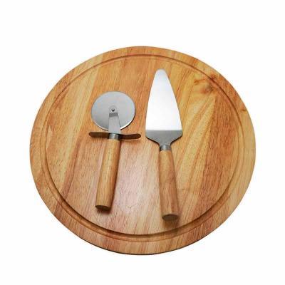 Kit pizza 2 peças com tábua de madeira. O kit contem: Espátula , cortador de pizza com cabos de m...
