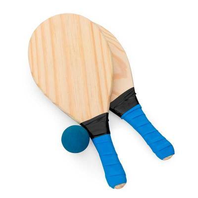 Kit frescobol com embalagem de malha plástica. Contém 2 raquetes de madeira com pegador de revest...