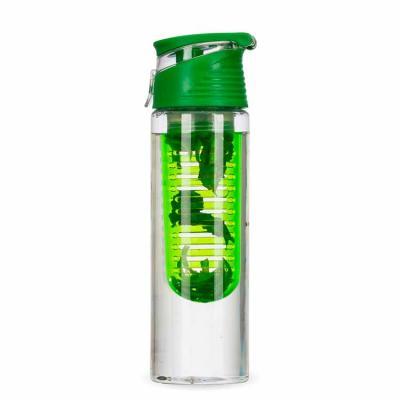 Squeeze com infusor na cor verde com folhas de hortelã no infusor.