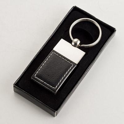 Davanas Original Gifts - Chaveiro quadrado em metal, com detalhe em Couro