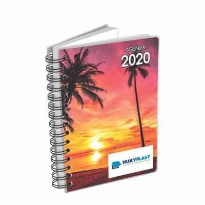 Agenda diária personalizada com miolo impresso em duas cores em papel offset 63g, com 344 páginas e 8 mapas em 4 cores, com índice telefônico e tabela... - Hukyplast