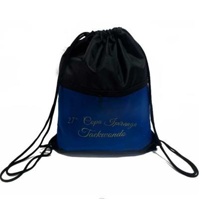 Saco mochila com bolso em nylon 210 resinado Medidas: 48x38 cm