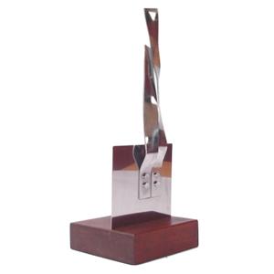 ozn-produz - Escultura produzida em aço inox polido.