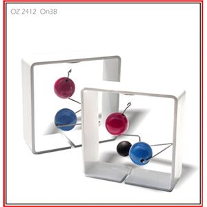 OZN Produz Presentes Corporativos - Objetos cinéticos tipo mobile com design contemporâneo e exclusivo , vários modelos com formas e cores diferentes.
