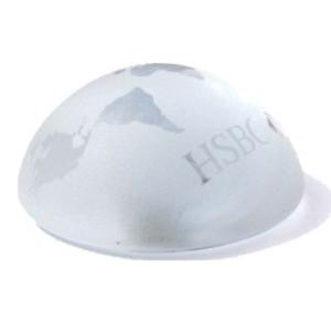 OZN Produz Presentes Corporativos - Peso para papel de vidro com gravação a jato de areia.