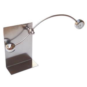 ozn-produz - Objeto sinético com relógio embutido funciona como pêndulo.