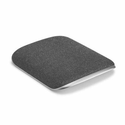 O HORDE é um carregador wireless que funde liga de zinco e tecido num cruzamento perfeito que cul...
