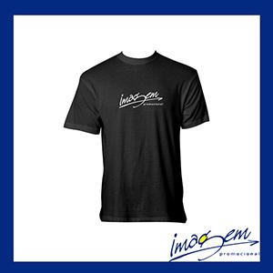 Camiseta preta cnfeccionada em algodão com a gola careca