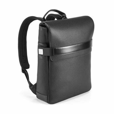 A mochila EMPIRE é sofisticada, construída em polipele texturada de elevada qualidade. O comparti...