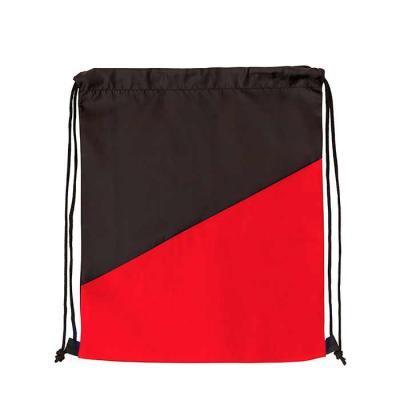 Mochila saco confeccionada em nylon com detalhe preto na parte inferior e alças ajustáveis para a...