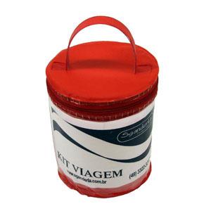 Frasqueira personalizada em PVC cristal, tampa e fundo em PVC camurça colorido, com alça de mão em PVC camurça colorido e zíper de tecido. - Eletroplast