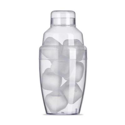 classic-pen-brindes - Coqueteleira plástica 230ml com gelo ecológico. Material colorido translúcido, possui tampa de encaixe com peneira e tampa protetora para bocal da pen...