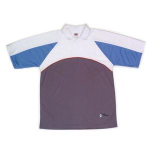 YKZ - Moda e Produtos Corporativos - Camiseta polo com modelagem masculina e feminina.