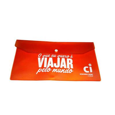 Envelope com aba - porta voucher, produzido em pvc allklear 040 color, botão plástico, 27x14x5cm - Galeon Brindes e Embalagens Pr...