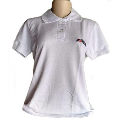 Camiseta feminina piquet gola com braçadeiras.