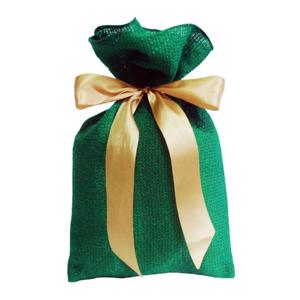 Galeon Brindes e Embalagens Promocionais - Saco personalizado em juta sintética verde - Medidas: 18 x 38 cm, com fita de cetim para amarrar.