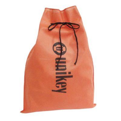 Galeon Brindes e Embalagens Promocionais - Saco personalizado em TNT laranja - Medidas: 28 x 38 cm, com cordão saindo no meio. Com costura externa.