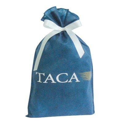 Galeon Brindes e Embalagens Promocionais - Saco personalizado em TNT azul escuro - Medidas: 26 x 41 cm, com fita presa e lisa.