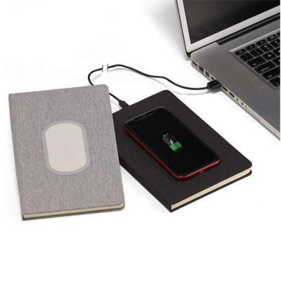 Caderno personalizado com carregamento por indução. Caderno de capa dura feita com material sinté...