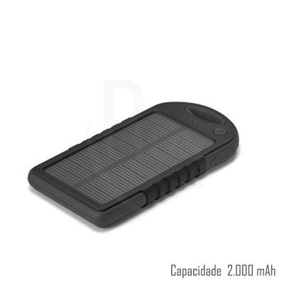 - Bateria portátil solar. ABS. Com painel solar e LED. Bateria de lítio. Capacidade: 2.000 mAh. Com entrada/saída 5V/1A e 2 portas USB. Incluso cabo USB...